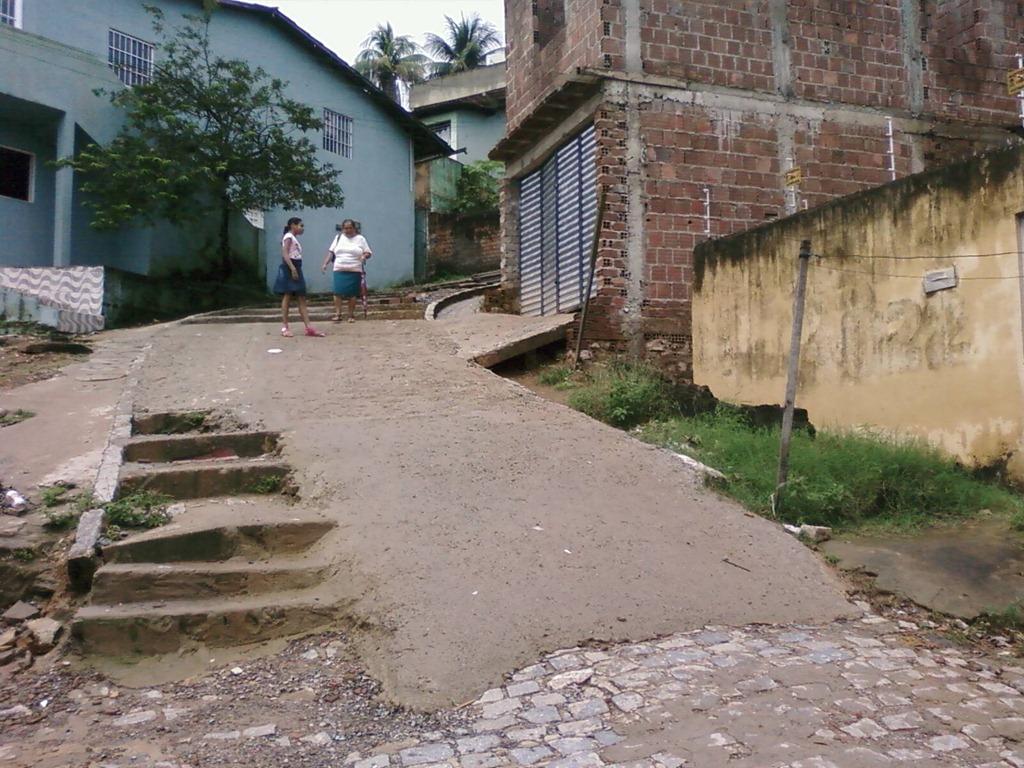 construir gruta jardim : construir gruta jardim:Rampa na subida da escadaria